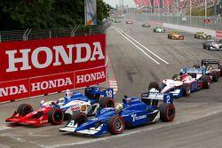 Start: Graham Rahal, Service Central Chip Ganassi Racing en Oriol Servia, Newman/Haas Racing