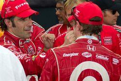Victory circle: race winnaar Dario Franchitti, Target Chip Ganassi Racing viert met Scott Dixon, Tar