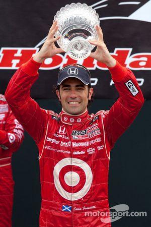 Podium: winnaar Dario Franchitti, Target Chip Ganassi Racing