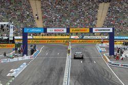 Bruno Spengler, Team HWA AMG Mercedes C-Klasse l'emporte