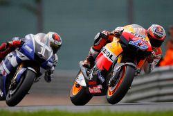Casey Stoner, Repsol Honda Team; Jorge Lorenzo, Yamaha Factory Racing