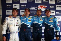 Yvan Muller, Chevrolet Cruz 1.6T, Chevrolet pole position, Robert Huff, Chevrolet Cruze 1.6T, Chevrolet 2nd position, Alain Menu, Chevrolet Cruze 1.6T, Chevrolet 3rd position and Colin Turkington BMW 32 TC Wiechers-Sport, 1st position Yokohama Trophy