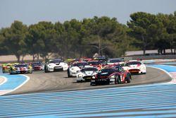 Start: #22 JR Motorsport Nissan GT-R: Peter Dumbreck, Richard Westbrook