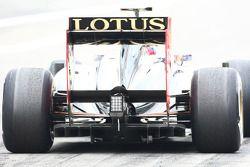 El viejo difusor Renault en el carro de Vitaly Petrov, Lotus Renault GP