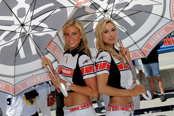 De charmantes grid girls Yamaha
