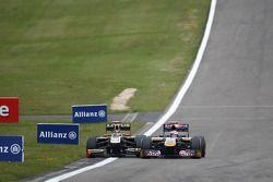 Nick Heidfeld, Lotus Renault GP y Sebastien Buemi, Scuderia Toro Rosso chocan