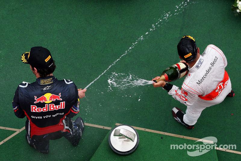 Podyum: Yarış galibi Lewis Hamilton, McLaren Mercedes, 3. Mark Webber, Red Bull Racing
