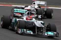 Michael Schumacher, Mercedes GP F1 Team voor Kamui Kobayashi, Sauber F1 Team