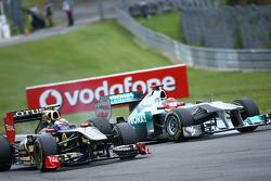Vitaly Petrov, Lotus Renault GP ve Michael Schumacher, Mercedes GP F1 Team