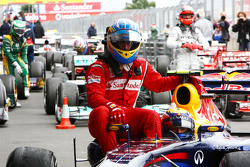 Fernando Alonso, Scuderia Ferrari has a lift back to the parc ferme with Mark Webber, Red Bull Racing