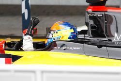 Romain Grosjean célèbre sa victoire