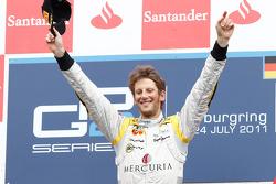 Romain Grosjean fête sa victoire sur le podium