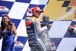 Podium : Casey Stoner, Repsol Honda Team, fête sa victoire