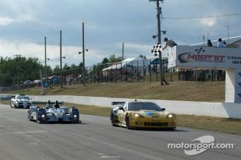 #06 Core Autosport Oreca FLM09: Gunnar Jeannette, Ricardo Gonzalez, #4 Corvette Racing Chevrolet Corvette C6 ZR1: Oliver Gavin, Jan Magnussen
