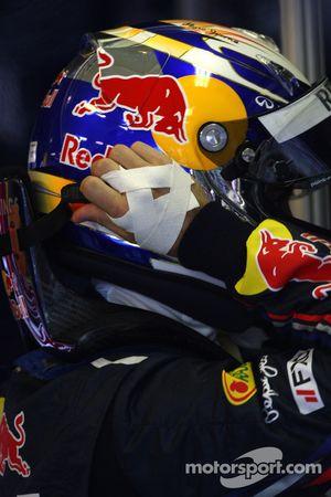 Sebastian Vettel, Red Bull Racing con la mano atada para arriba