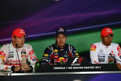 Jenson Button, McLaren Mercedes with Sebastian Vettel, Red Bull Racing and Lewis Hamilton, McLaren Mercedes