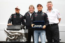 Nico Rosberg, Mercedes GP F1 Team celebra su carrera número 100 con Michael Schumacher, Mercedes GP