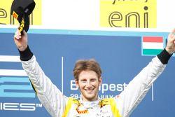 Romain Grosjean festeggia sul podio