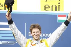 Romain Grosjean celebra su victoria en el podio