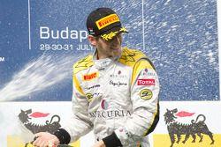 Romain Grosjean viert overwinning op podium