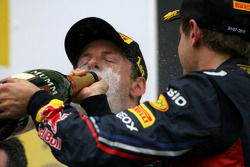 Podio: ganador de la carrera Jenson Button, McLaren Mercedes