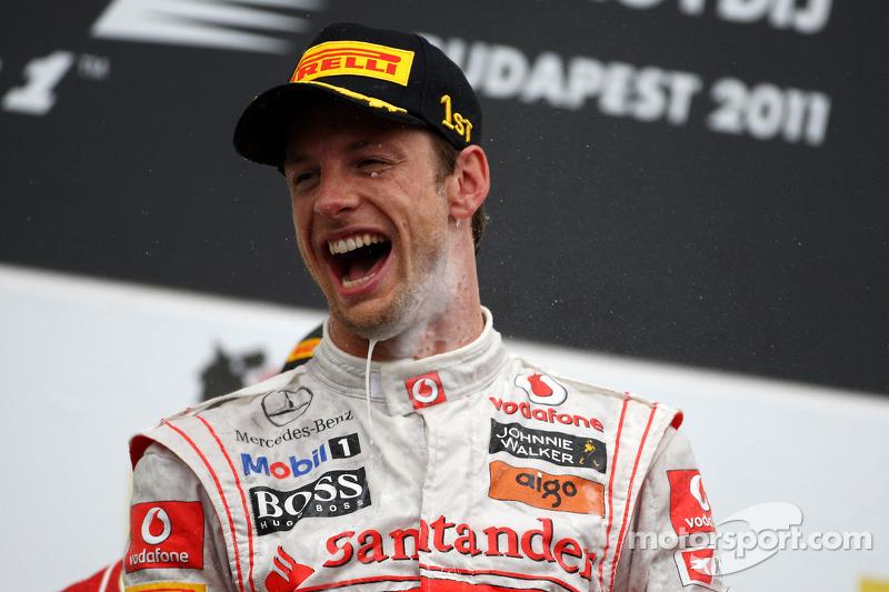 Podyum: Yarış galibi Jenson Button, McLaren Mercedes