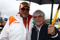 Dueño del equipo Vijay Mallya fuerza la India F1 con Bernie Ecclestone
