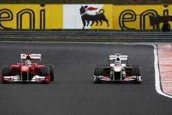 Fernando Alonso, Scuderia Ferrari, Sergio Perez, Sauber F1 Team