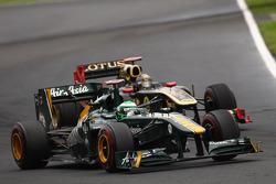 Heikki Kovalainen, Team Lotus leads Nick Heidfeld, Lotus Renault GP