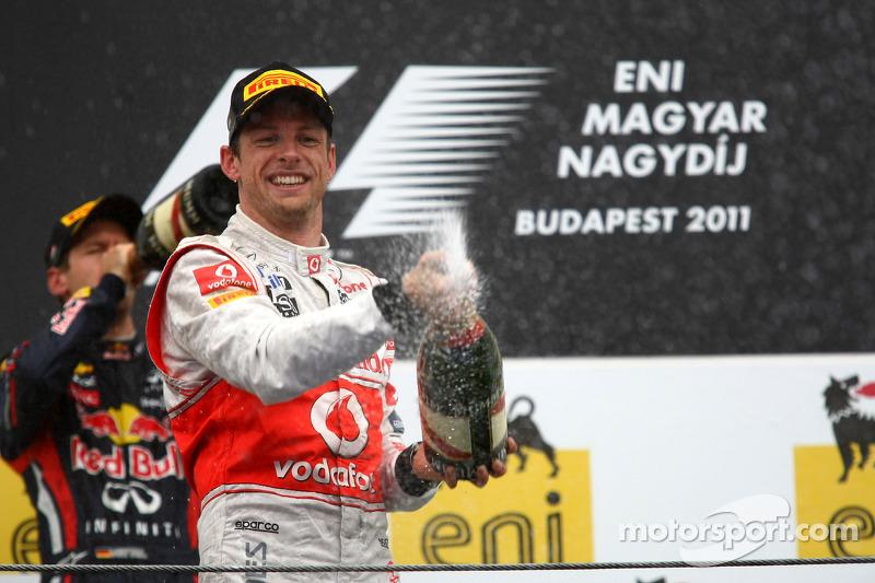 Podyum: Yarış galibi Jenson Button, McLaren Mercedes, 2. Sebastian Vettel, Red Bull Racing