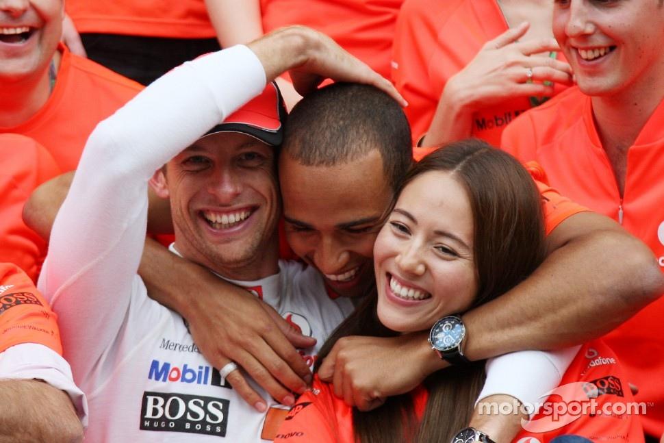 Lewis Hamilton, McLaren Mercedes, Jenson Button, McLaren Mercedes, Jessica Michibata girlfriend of Jenson Button celebrate with the team