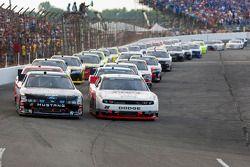 Start: Ricky Stenhouse Jr., Roush-Fenway Ford and Brad Keselowski, Penske Racing Dodge lead the fiel