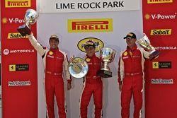 Victory lane: F430 winnaar Juan Hinestrosa, 2de Damon Ockey, 3de Ryan Ockey