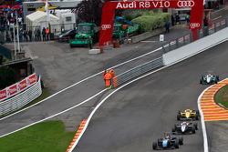 Pipo Derani leads Kevin Magnussen and Felipe Nasr