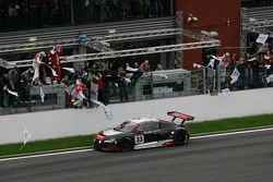 Winnaar Audi Sport Team WRT Audi R8 LMS: Gregory Franchi, Timo Scheider, Mattias Ekström