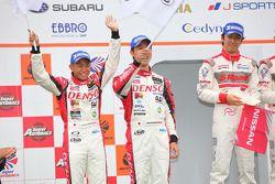 Podium GT500 2de: #39 Denso Sard SC430: Hiroaki Ishiura, Takuto Iguchi