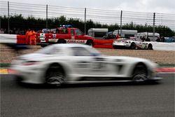 In het gravel: #3 Hexis AMR Aston Martin DBRS 9: Yann Clairay, Julien Rodrigues, Pierre-Brice Mena