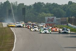 Start: #16 Dyson Racing Team Lola B09/86 Mazda: Chris Dyson, Guy Smith en #6 Muscle Milk Aston Marti