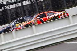 Jamie McMurray, Earnhardt Ganassi Racing Chevrolet and Kasey Kahne, Red Bull Racing Team Toyota