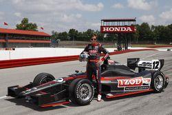Dan Wheldon tests the new 2012 IndyCar from Dallara