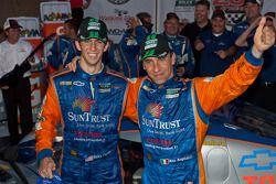 Victory lane: winnaars DP en algemeen Max Angelelli en Ricky Taylor