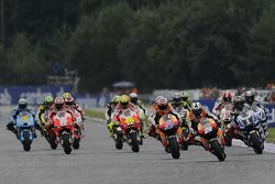 Start: Casey Stoner, Repsol Honda Team, Dani Pedrosa, Repsol Honda Team, Jorge Lorenzo, Yamaha Facto