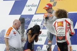 Podio: ganador de la carrera Casey Stoner, del equipo Repsol Honda, el tercer lugar, Marco Simoncell