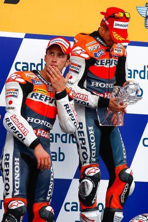 Podio: ganador de la carrera Casey Stoner, Repsol Honda Team, segundo lugar Andrea Dovizioso, Repsol