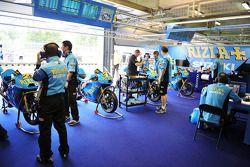 Гараж команды Rizla Suzuki MotoGP