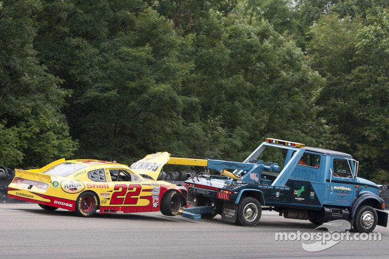 El Dodge de Kurt Busch, Penske Racing choca