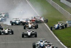 Start: Roberto Merhi, Prema Powerteam, Dallara F308 Mercedes, Daniel Juncadella, Prema Powerteam, Da