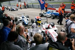 Winnaar Felix Rosenqvist, Mucke Motorsport, Dallara F308 Mercedes, 2de Marco Wittmann, Signature, Da