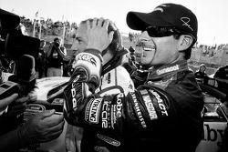 Обладатель поул-позиции Жак Вильнёв, Penske Racing Dodge и занявший второе место Алекс Тальяни, Pens