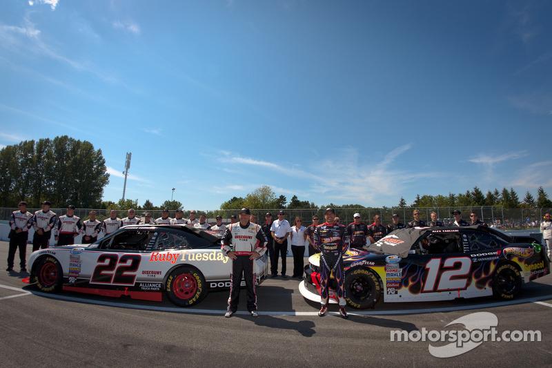 Обладатели первого ряда на стартовой решетке Жак Вильнёв, Penske Racing Dodge и Алекс Тальяни, Pensk